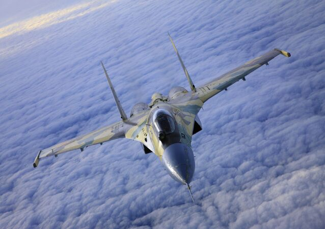 Avião de combate multifuncional russo Sukhoi Su-35
