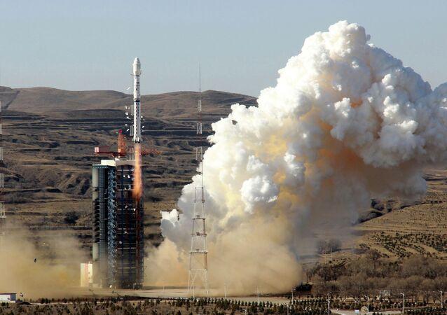 Foguete Longa Marcha 4B com um satélite no Centro de Lançamento de Satélite de Jiuquan (foto de arquivo)