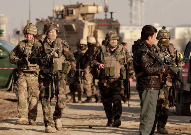 Agentes das Forças de Segurança do Afeganistão e os soldados norte-americanos