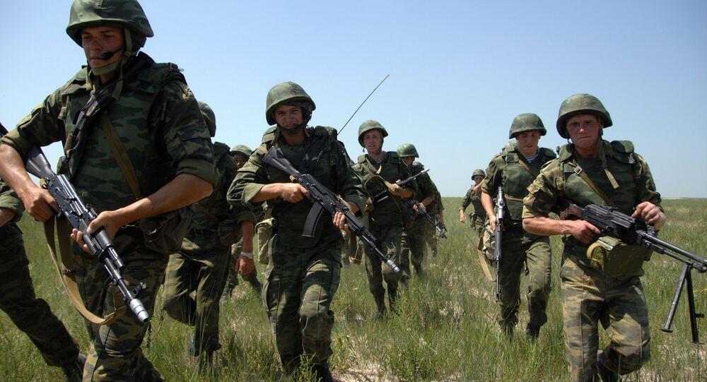 Soldados russos durante treinamento (arquivo)