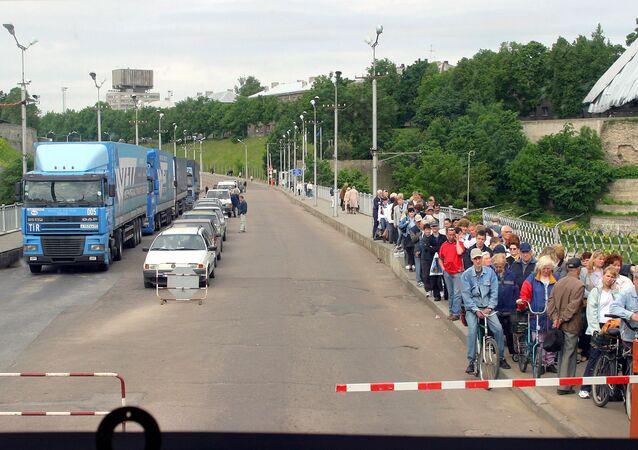 Posto de controle na fronteira entre a Rússia e Estônia