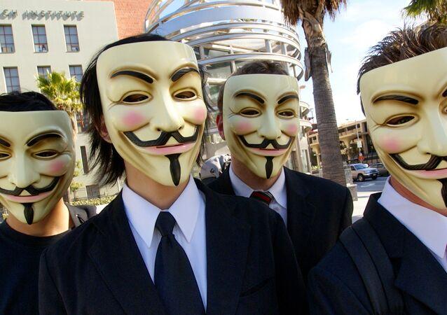 Mascaras usadas pelos ativistas do grupo Anonymous