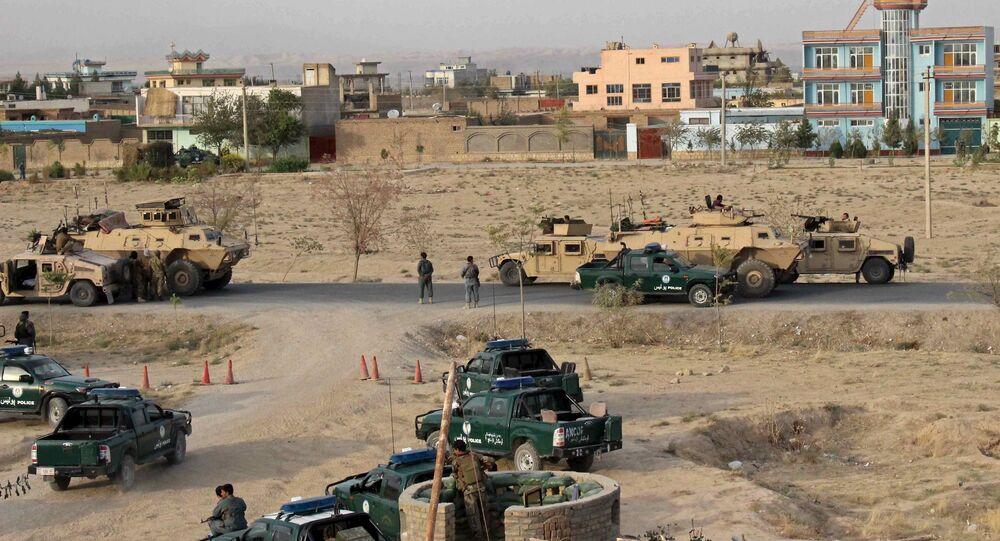 Forças de segurança do Afeganistão ocupam posições durante combate em Kunduz (arquivo)