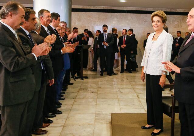 Dilma anuncia corte de 8 ministérios