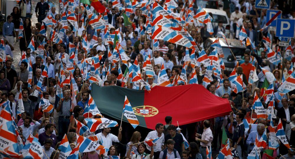 Partidários do primeiro ministro português Pedro Passos Coelho durante a campanha eleitoral em Lisboa, outubro, 2, 2015