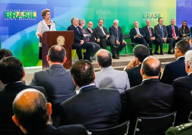Dilma dá posse a novos ministros para garantir mais equilíbrio à coalização