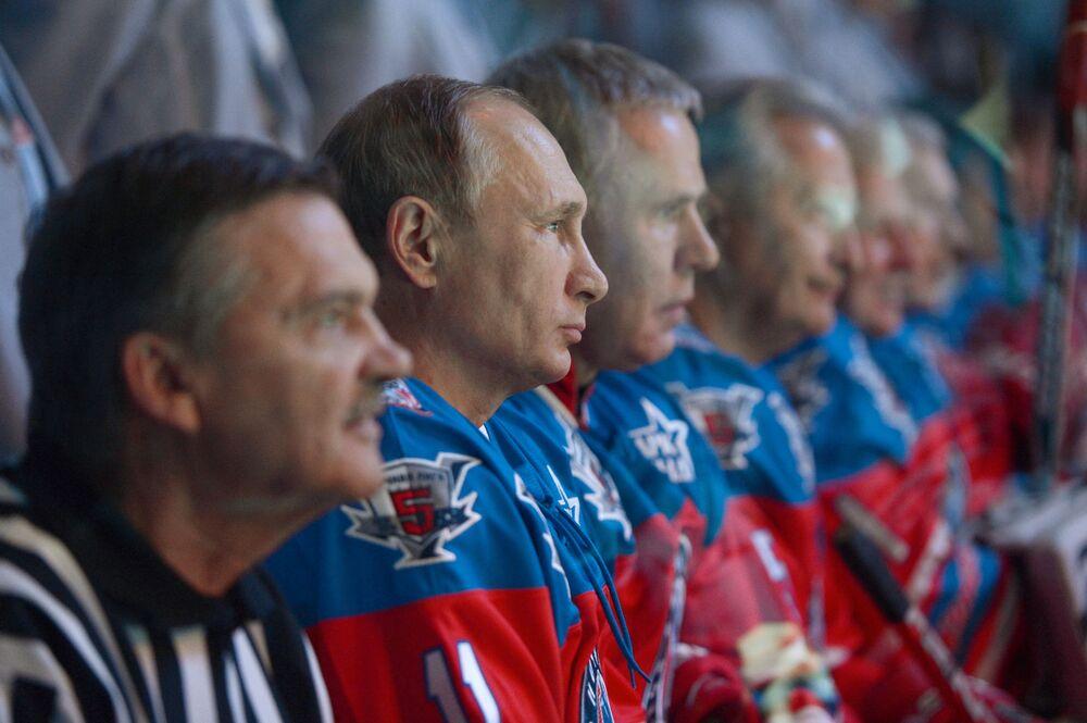 Presidente da Rússia, Vladimir Putin, antes do jogo de hóquei no gelo