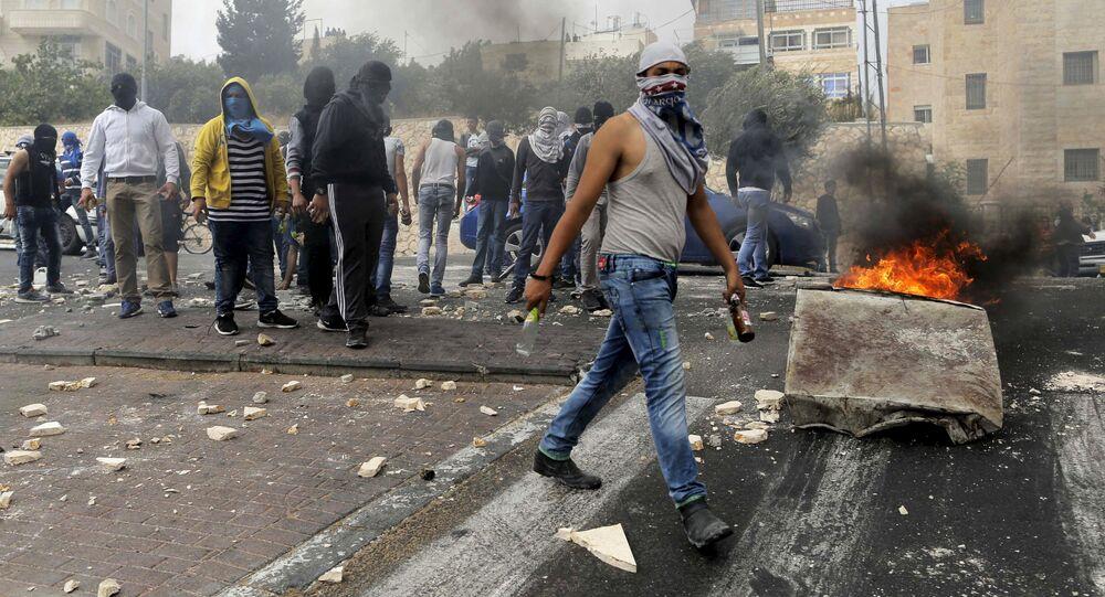 Confrontos entre jovens palestinos e polícia israelense em Jerusalém Oriental