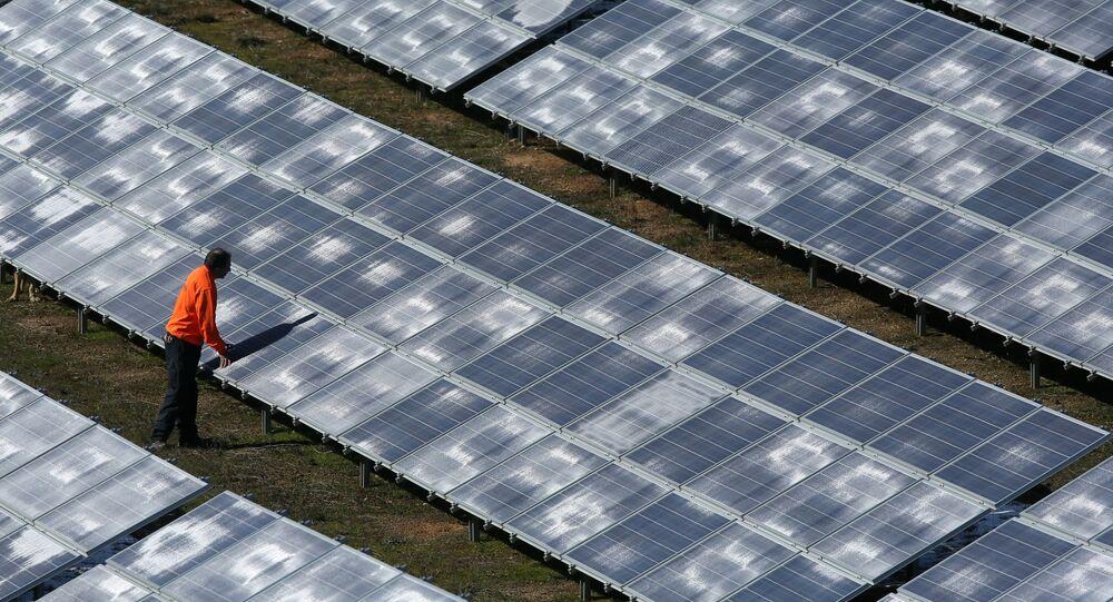 Presidente da Associação Brasileira de Energias Alternativas e Meio Ambiente defende mais divulgação da possibilidade de o cidadão comum gerar sua própria energia, com o uso de painéis solares, por exemplo
