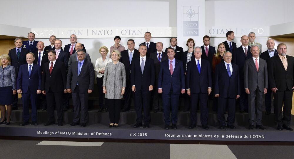 Reunião de ministros da Defesa da OTAN, em Bruxelas, em 8 de outubro de 2015