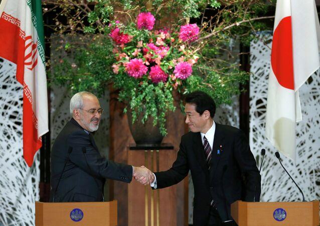 O ministro das Relações Exteriores do Irã, Mohammad Javad Zarif, durante encontro com o seu homólogo japonês, Fumio Kishida