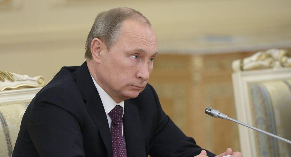 Presidente russo Vladimir Putin durante a sua visita ao Cazaquistão, 15 de outubro de 2015