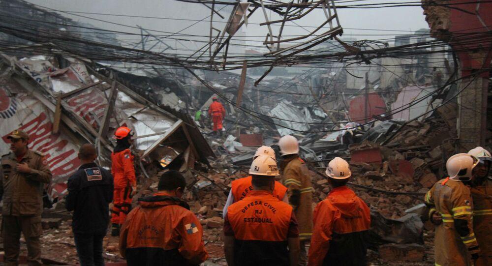 Desabamento de prédio no Rio de Janeiro após explosão.