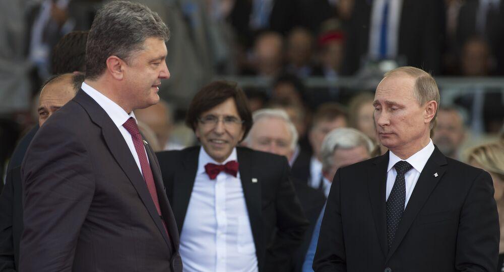 O presidente da Ucrânia, Pyotr Poroshenko, com o presidente da Rússia, Vladimir Putin