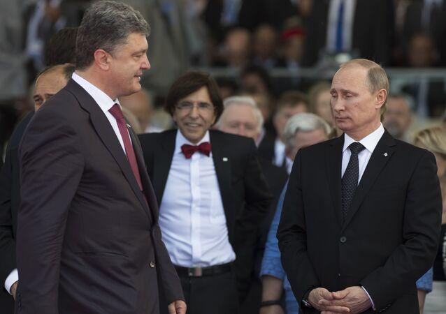 Presidente da Ucrânia, Pyotr Poroshenko, e presidente da Rússia, Vladimir Putin (arquivo)