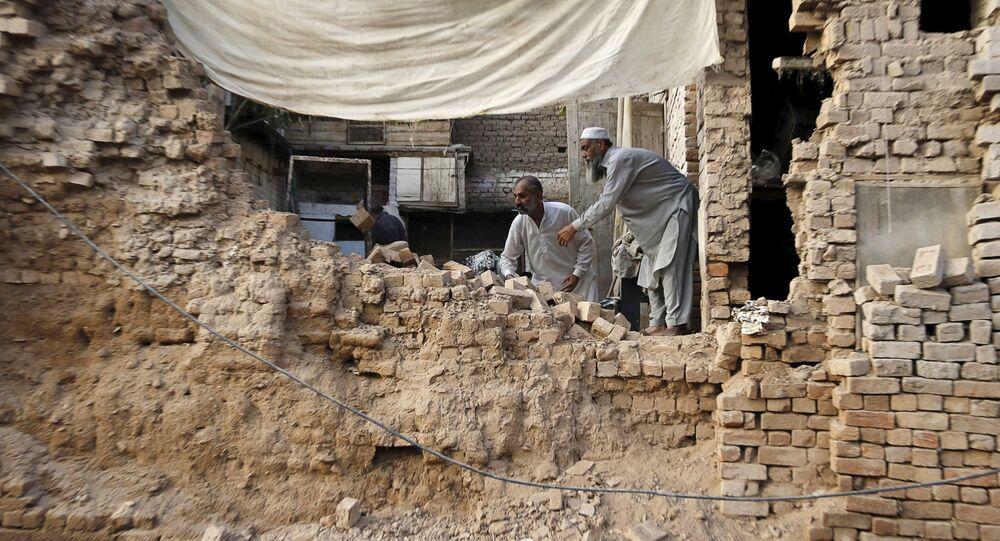 As consequências da destruição depois do terremoto no Paquistão