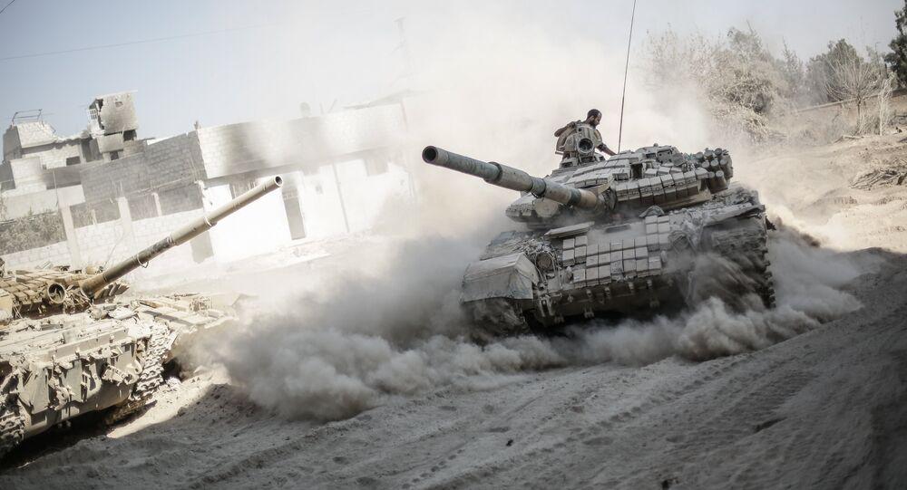 Exército sírio nos arredores de Damasco