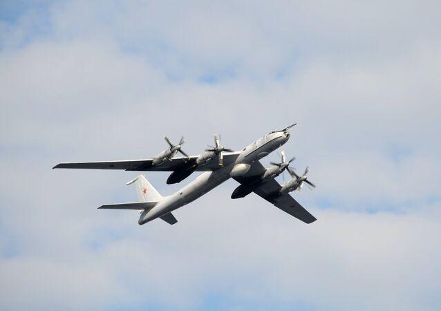 Avião antissubmarino Tu-142