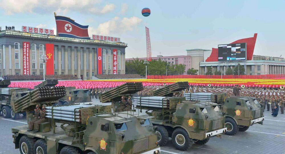 Parada militar em Pyongyang em comemoração aos 70 anos do Partido dos Trabalhadores da Coreia do Norte