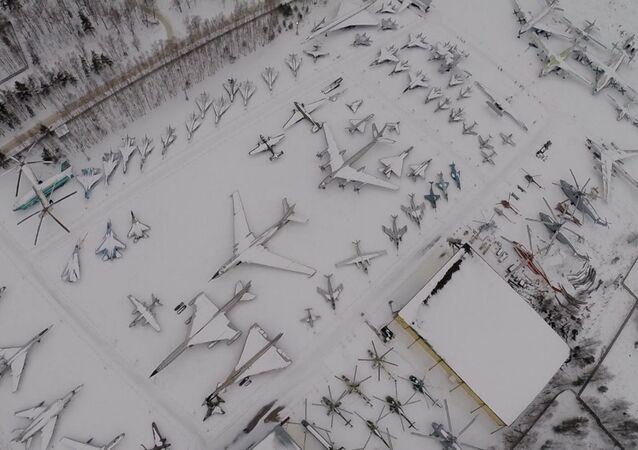 Museu da Força Aérea da Rússia filmado por um drone