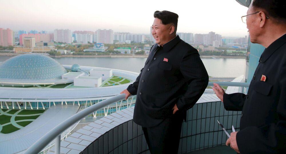 O líder norte-coreano Kim Jong Un visita o Centro da Ciência e Tecnologia em Pyongyang.