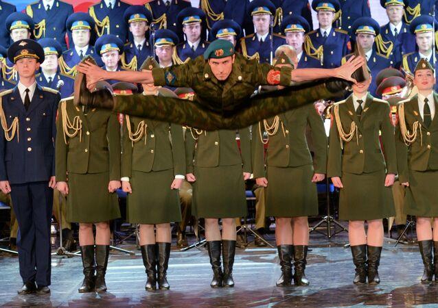 Coro do Exército Russo durante Olimpíadas em Sochi em 2014