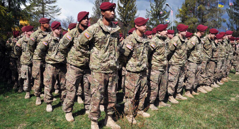 Militares norte-americanos chegaram à Ucrânia para participar dos exercícios americano-ucranianos Fearless Guardian 2015, 20 de abril de 2015
