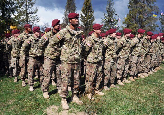 Militares norte-americanos durante os exercícios Fearless Guardian 2015, na Ucrânia