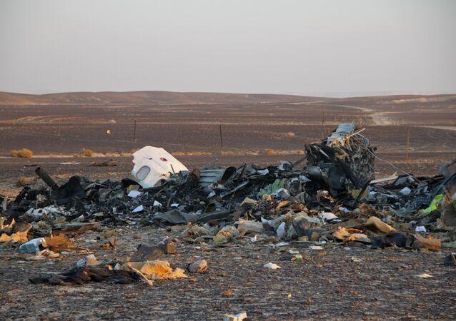 Operação para encontrar e recuperar os corpos das vítimas no local do acidente do Airbus A321 russo no Egito, 3 de novembro de 2015