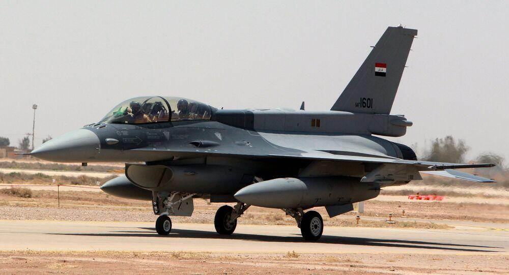 Caça F-16 na base aérea de Balad, na província de Salaheddin, no Iraque