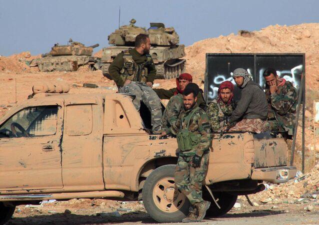 Forças a favor do governo na Síria em Aleppo