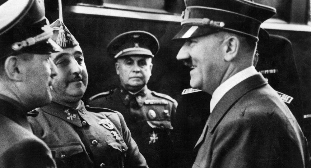 O líder da Alemanha nazista Adolf Hitler e o generalissimo Francisco Franco na fronteira franco-espanhola em 23 de outubro de 1940