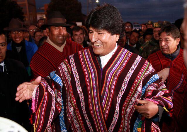 Em ritual indígena, Evo Morales celebra permanência no governo da Bolívia