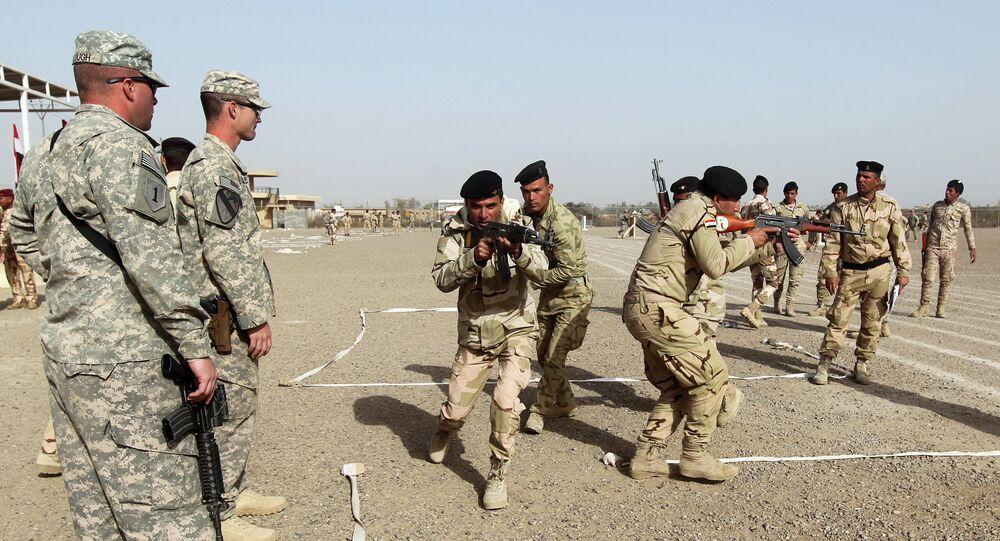 Militares americanos e iraquianos na base de Taji, no Iraque (arquivo)