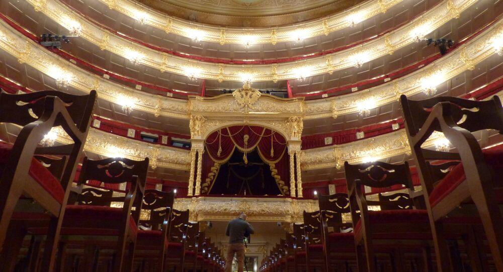 Palco histórico do Teatro Bolshoi