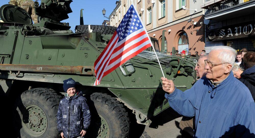 O veículo blindado norte-americano Stryker na Polônia, no âmbito dos exercícios militares dos EUA e OTAN Dragoon Ride (foto de arquivo)