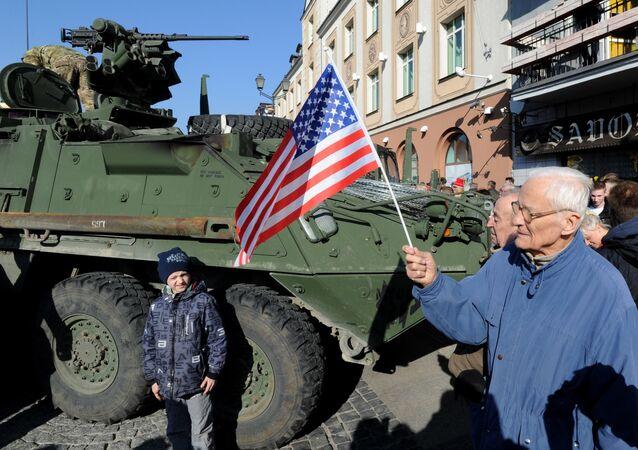 Um veículo blindado norte-americano na Polônia durante exercícios militares dos EUA e OTAN Dragoon Ride (arquivo)
