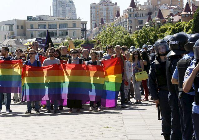 'Marcha da Igualdade' organizada pela comunidade LGBT em Kiev