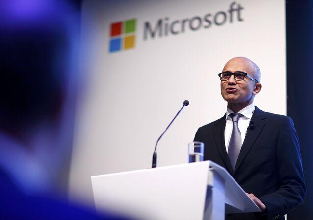 CEO de Microsoft Satya Nadella en la presentación de la estrategia de almacenamiento en nube de Microsoft en Alemania