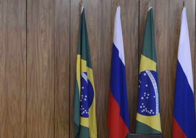 Bandeiras do Brasil e da Rússia