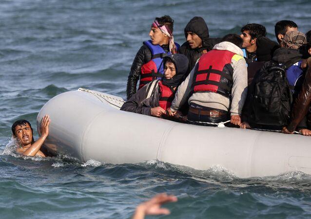 Refugiados sírios começam a sua viagem a patir da Turquia para as ilhas gregas, Turquia, 31 de outubro de 2015