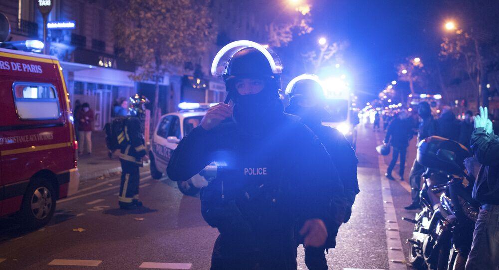 Tropa de elite da policía francesa perto do teatro Bataclan, em Paris