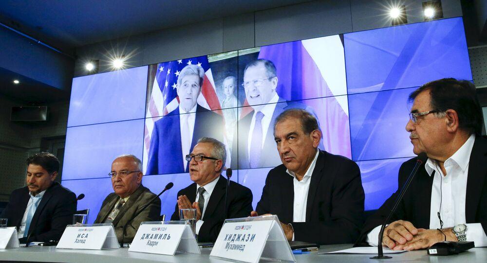 Membros da oposição síria assistem conferência em Moscou, antes da nova rodada de negociações em Viena