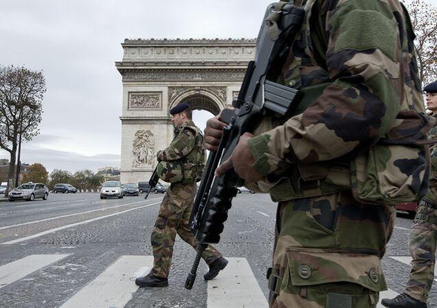 Segundo o presidente François Hollande, o objetivo da medida é aumentar a cobertura da segurança no território nacional