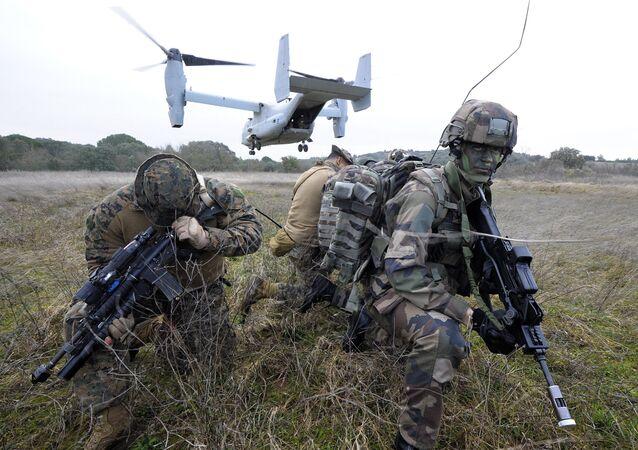 Soldados norte-americanos durante exercícios franco-americanos no sul da França