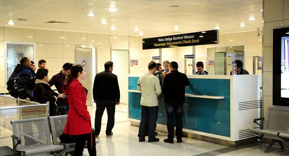 Posto de controle de passaportes no aeroporto internacional de Istambul