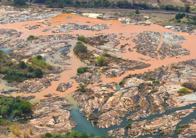 De acordo com a ministra do Meio Ambiente, Izabella Teixeira, a recuperação do Rio Doce poderá levar uma década