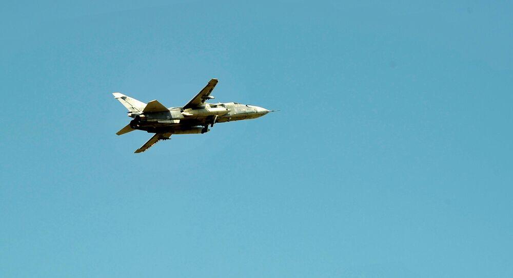 Bombardeiro russo Su-24 no céu da Síria