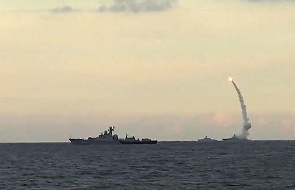Navios da Frota do Mar Caspio da Rússia já lançaram um total 18 mísseis de cruzeiro Kalibr-NK contra as posições do EI na Síria. Todos os alvos foram destruídos.