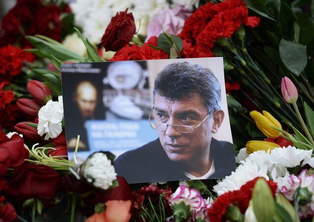 Flores depositadas no local de assassinato de Boris Nemtsov